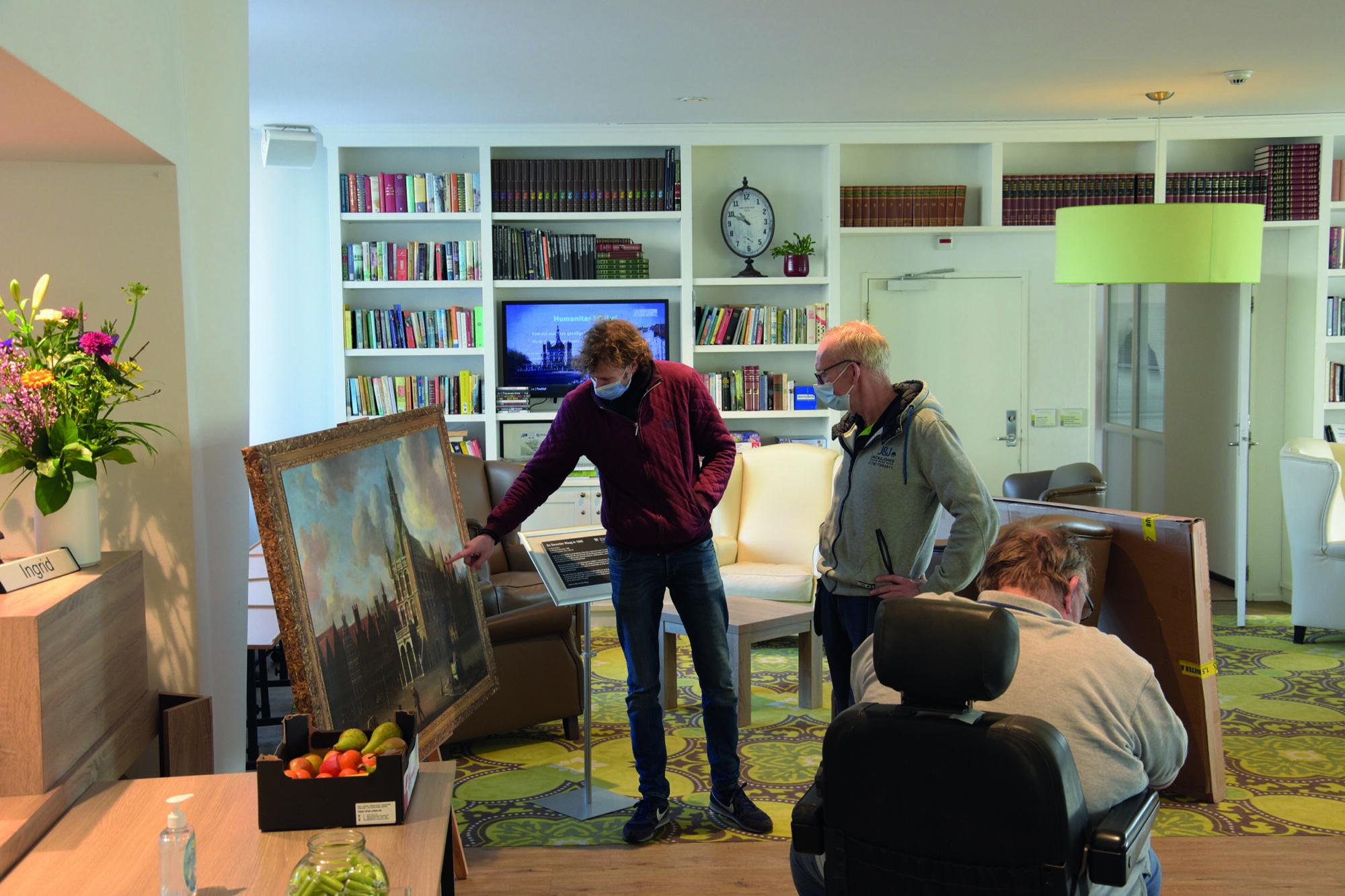 Schilderij Museum De Waag vrolijkt woonzorgcentrum op