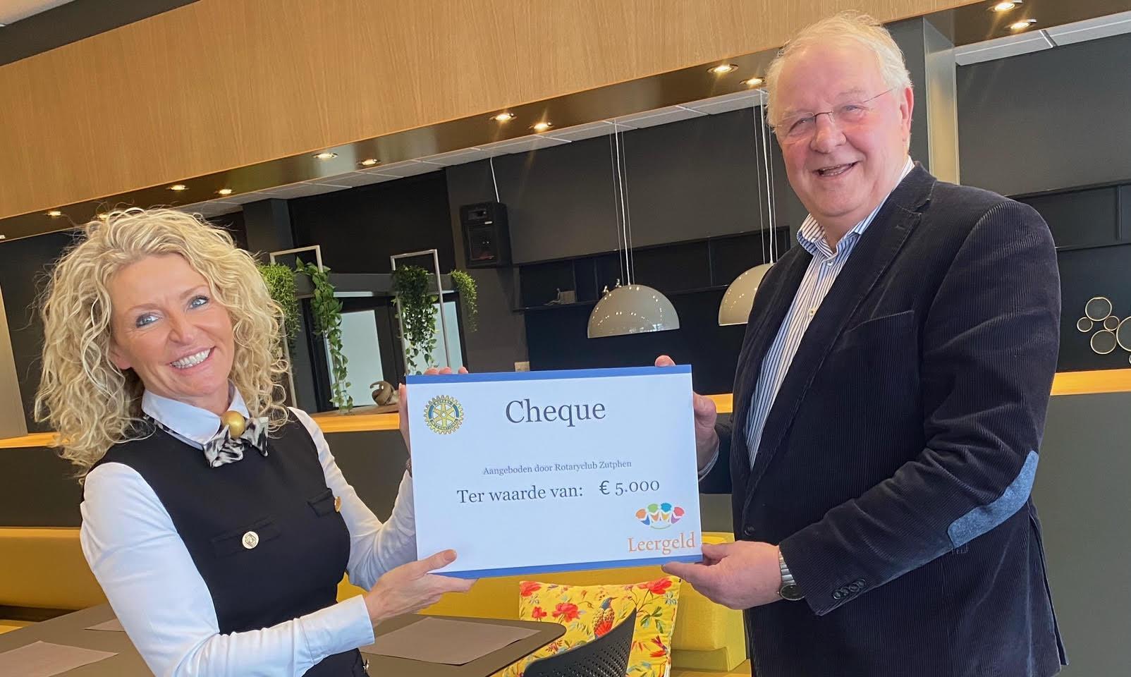 Rotary steunt Stichting Leergeld Zutphen