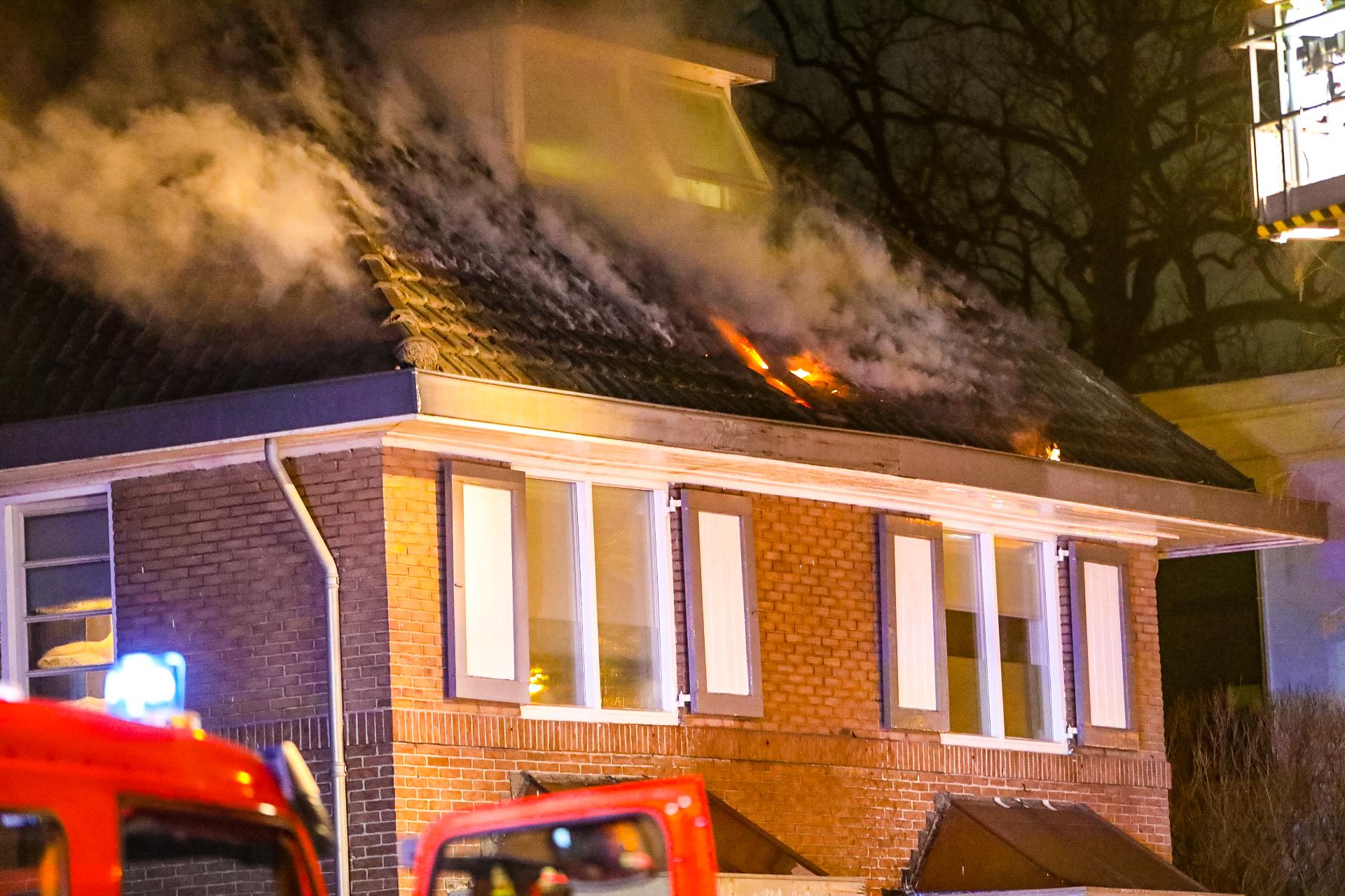 Uitslaande woningbrand in Apeldoorn