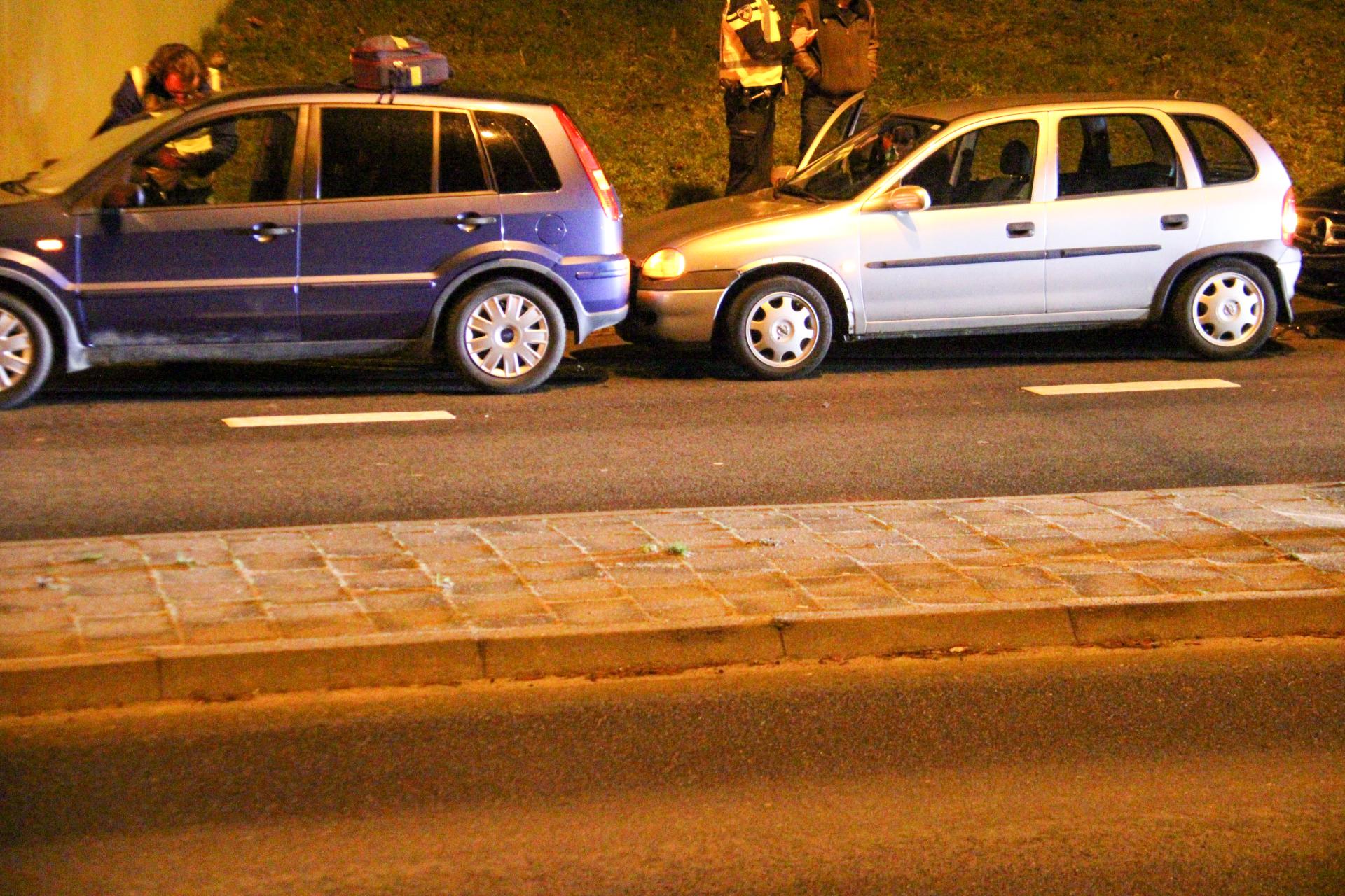 Veel schade bij kettingbotsing tussen 4 auto's in Apeldoorn.