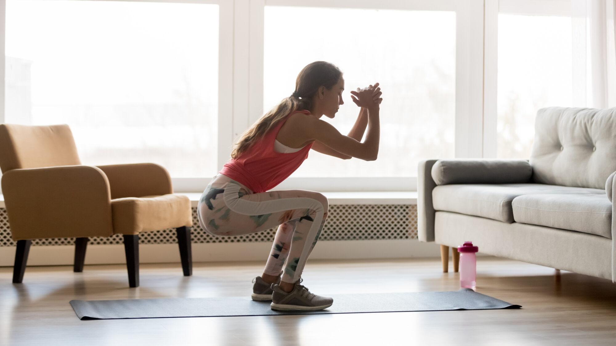 Hoe maak je het thuis sporten leuk en houd je het wél vol?