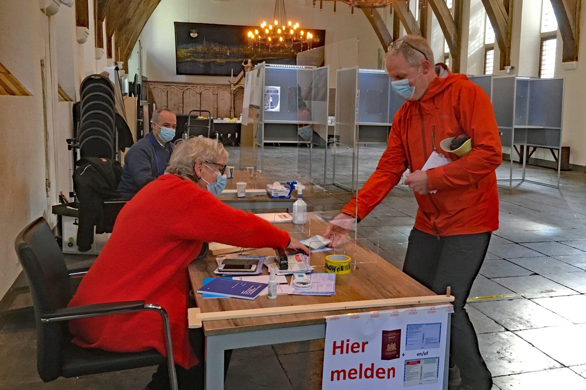 Tweede Kamerverkiezingen: De eerste stemmen zijn uitgebracht
