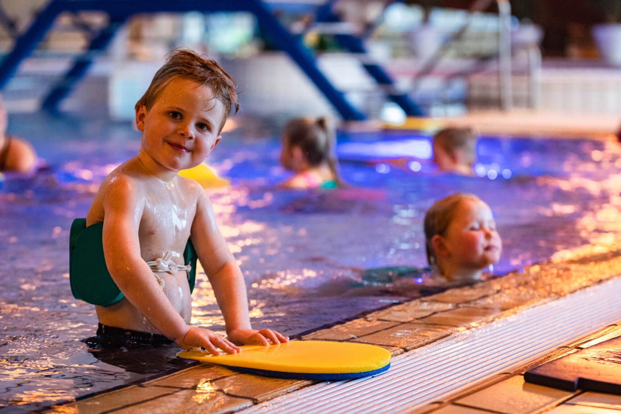 Zwemlessen deze week weer van start: 'De uitdaging is een goede begeleiding van de kinderen buiten het zwemmen om'