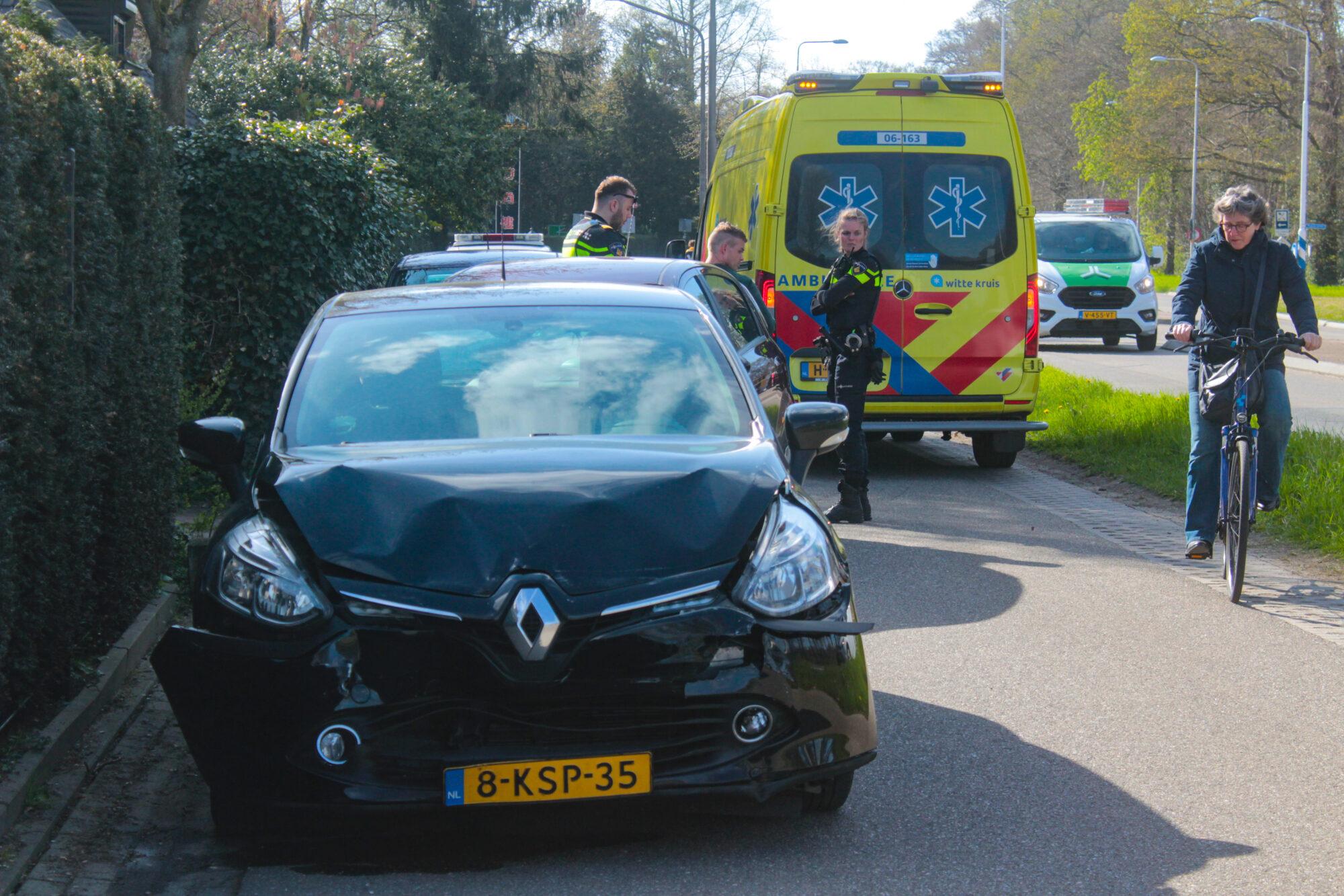 Geen gewonden, wel veel schade na aanrijding in Warnsveld.