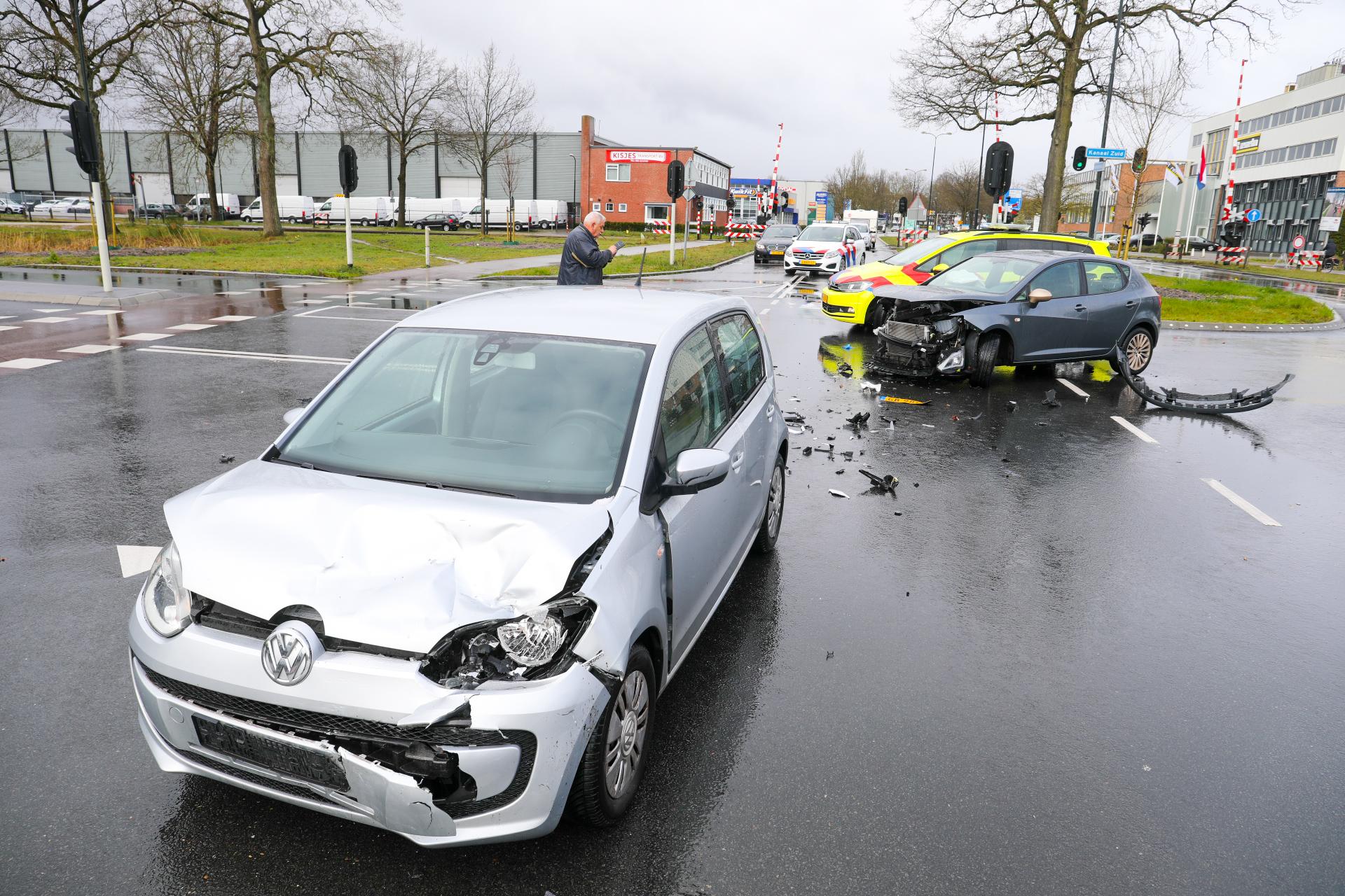 Veel schade en verkeershinder na ongeval in Apeldoorn.