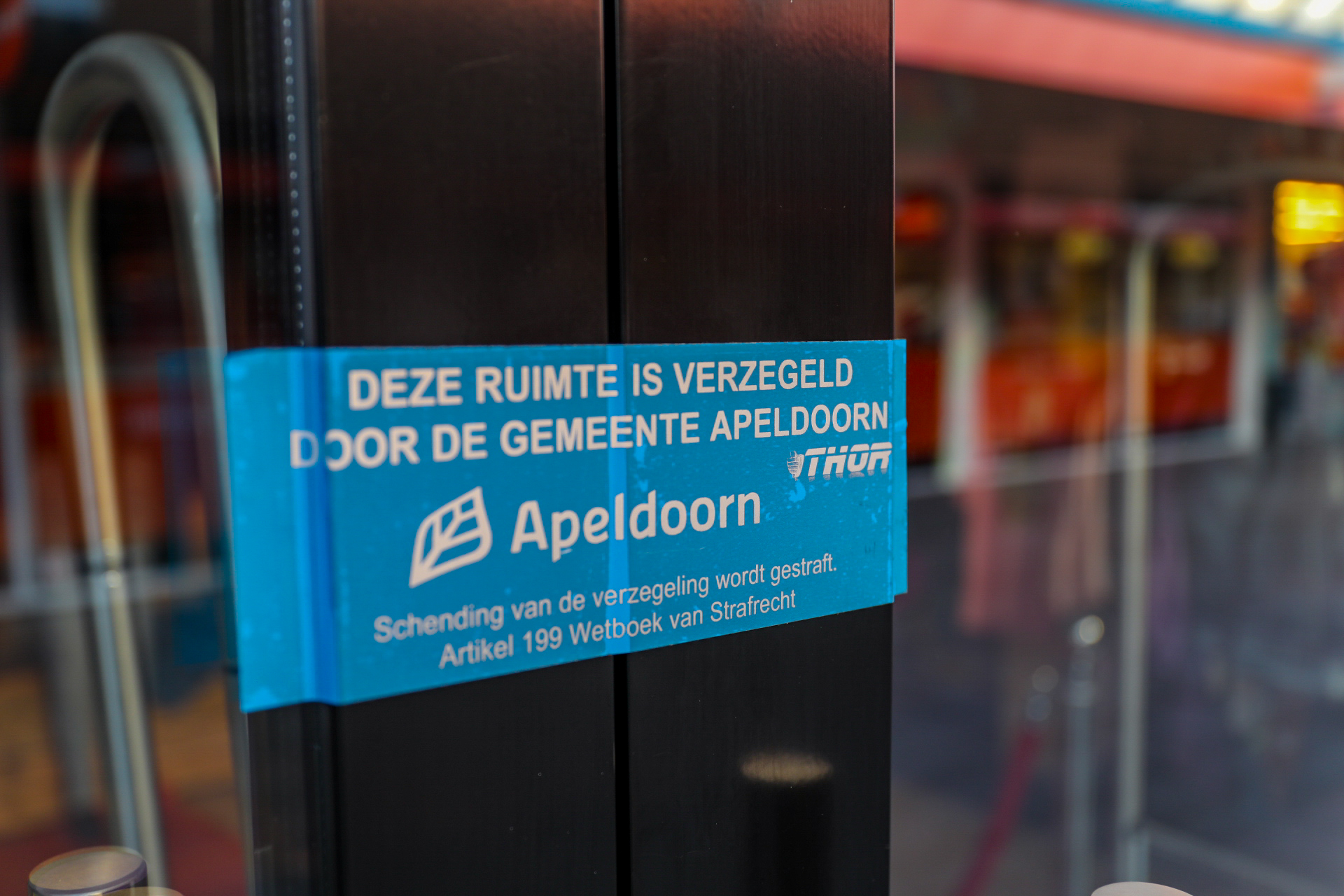 Burgermeester sluit kledingwinkel in Apeldoorn na negeren coronamaatregelen