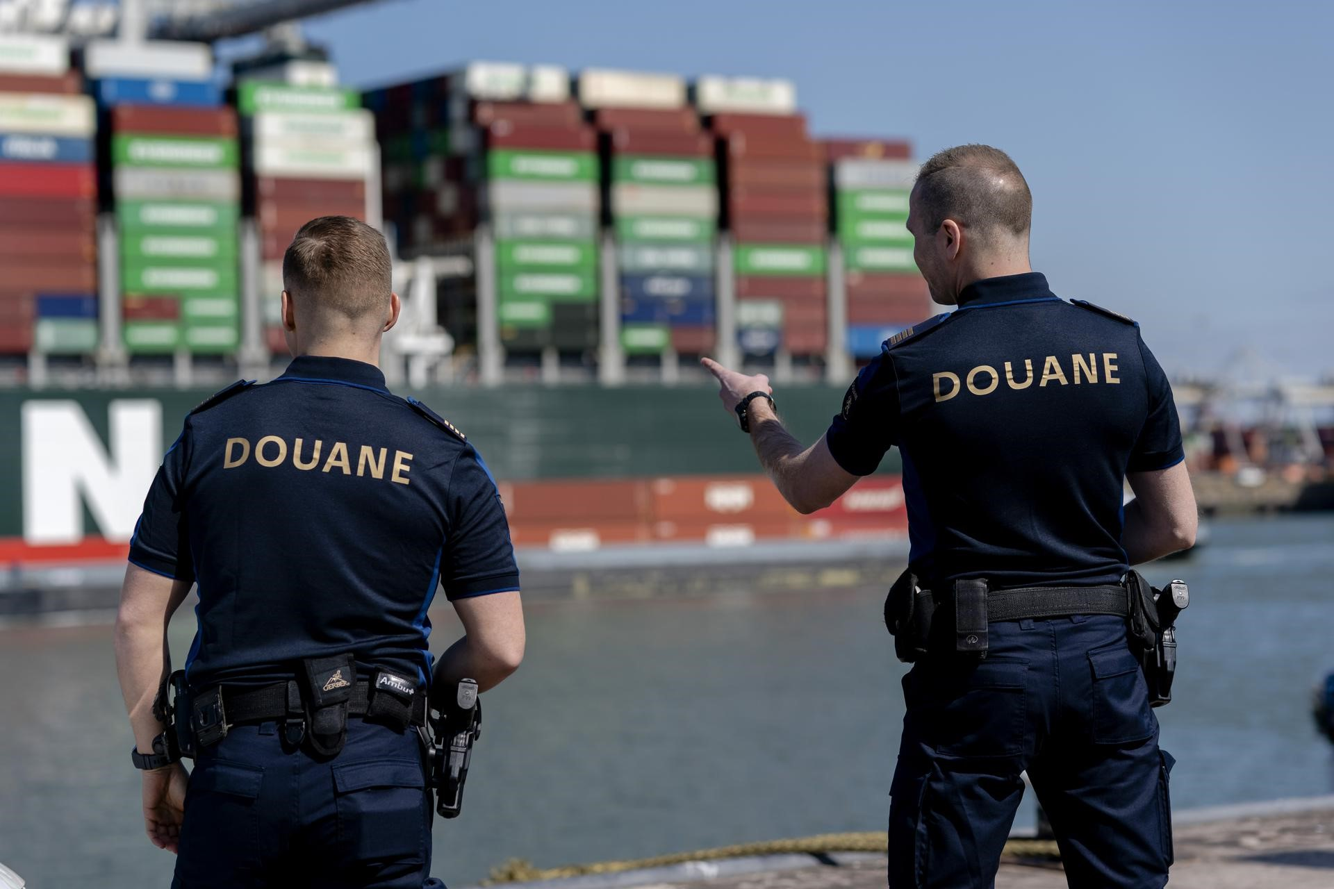 Douaniers in Gelderland werken in nieuw uniform