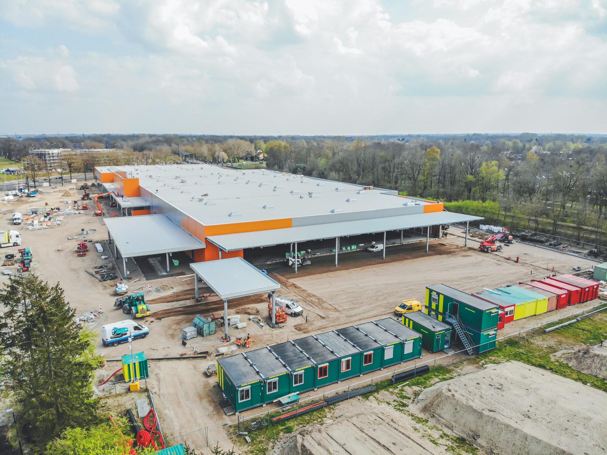 HORNBACH Apeldoorn bereikt hoogste punt: bouw op schema voor opening najaar 2021