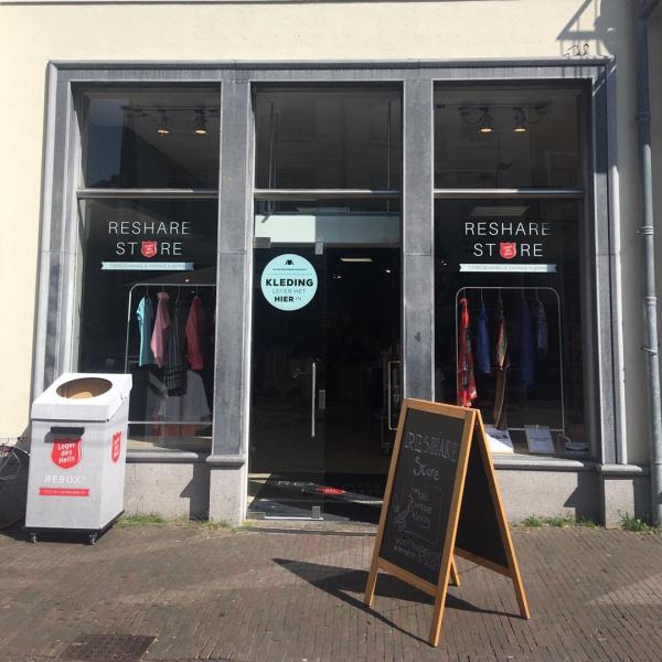 ReShare Store Deventer zamelt kleding in met een verhaal