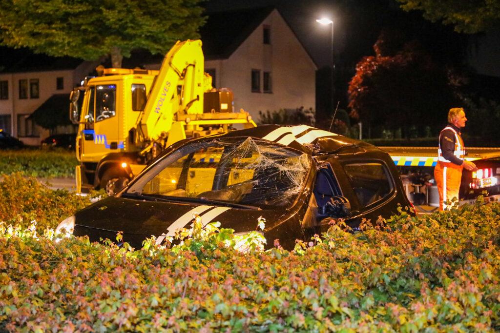 Auto achtergelaten na ongeluk in Apeldoorn.