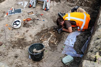 Start archeologisch onderzoek Grote Kerkhof in Deventer