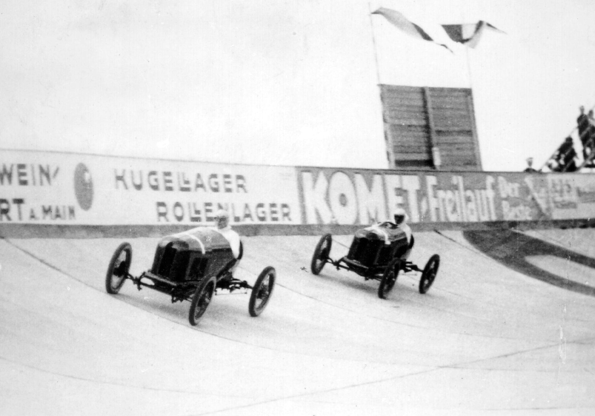 100 jaar geleden: de eerste autorace op de Opel Rennbahn