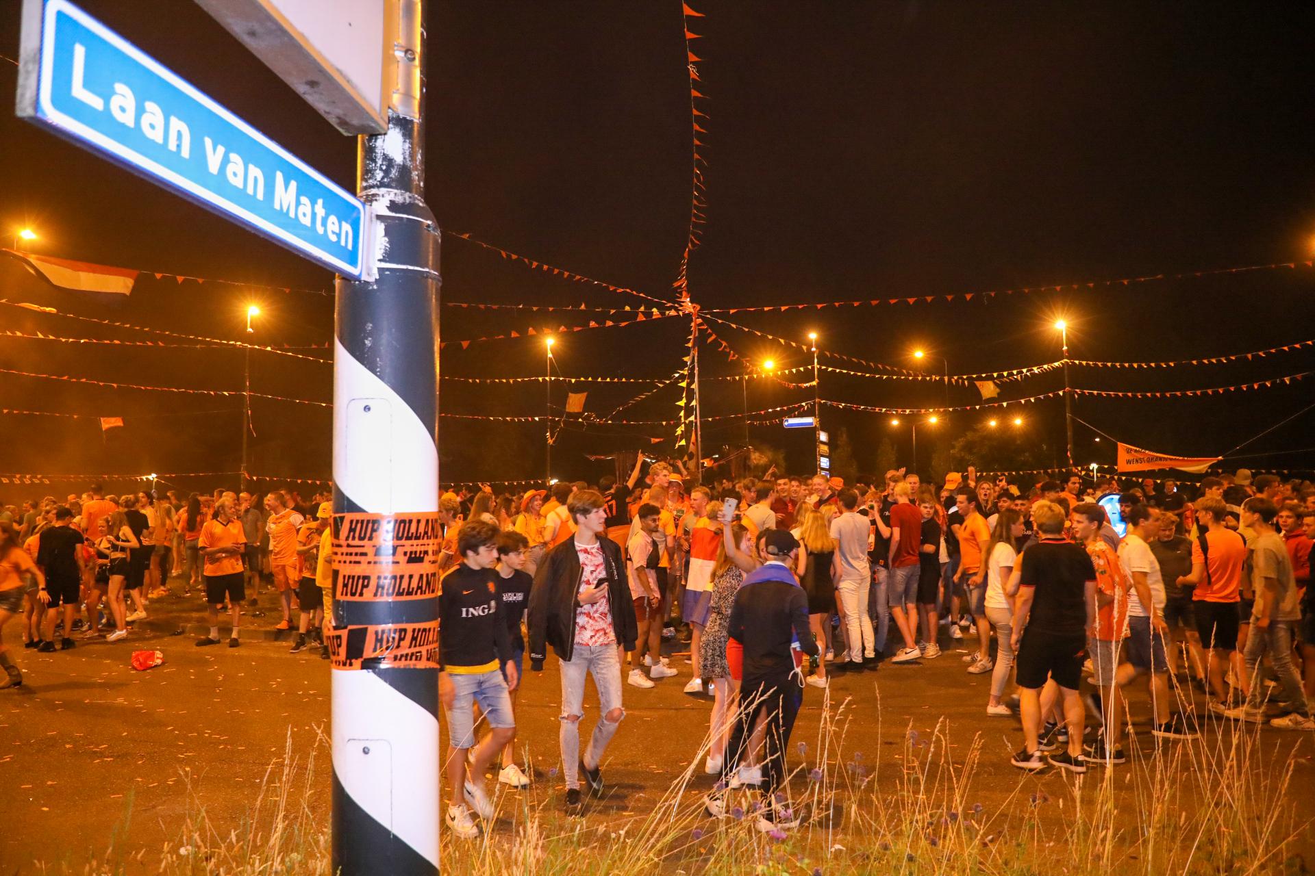 Gebiedsverboden voor vijf feestgangers rotonde De Maten: 'Overlast of letsel accepteren we niet'