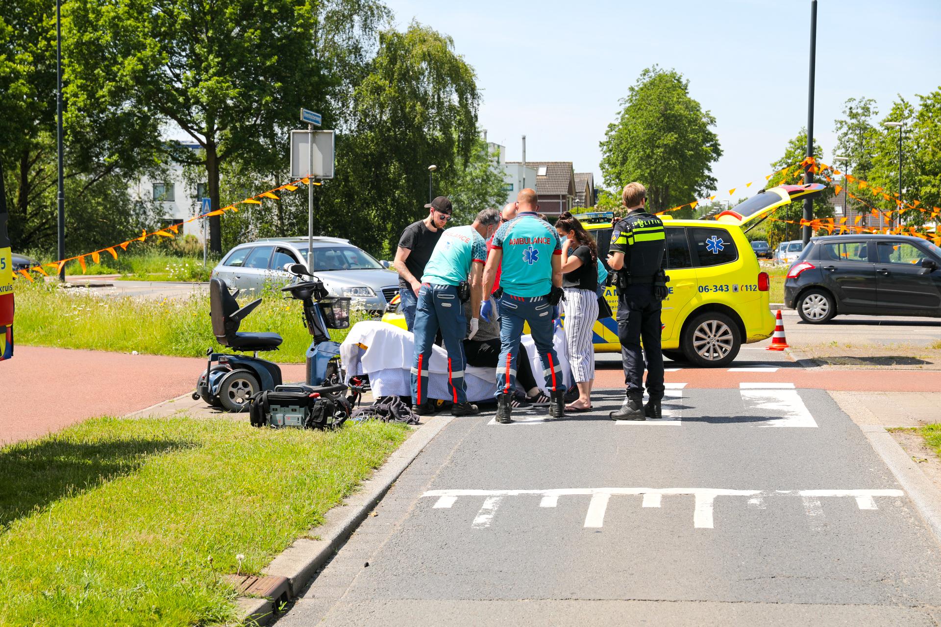 Vrouw gewond na botsing op rotonde in Apeldoorn.