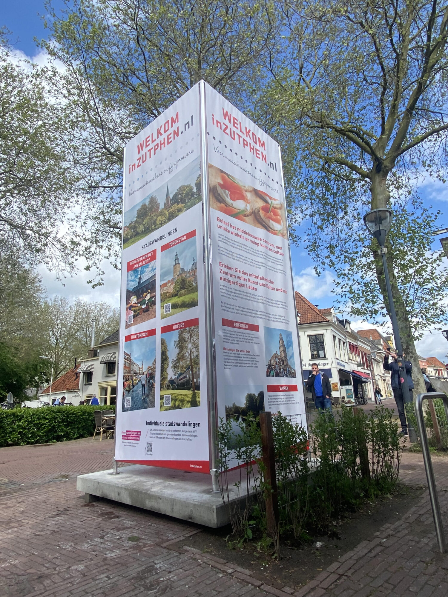 Nieuwe pilaren maken toeristen wegwijs in Zutphen