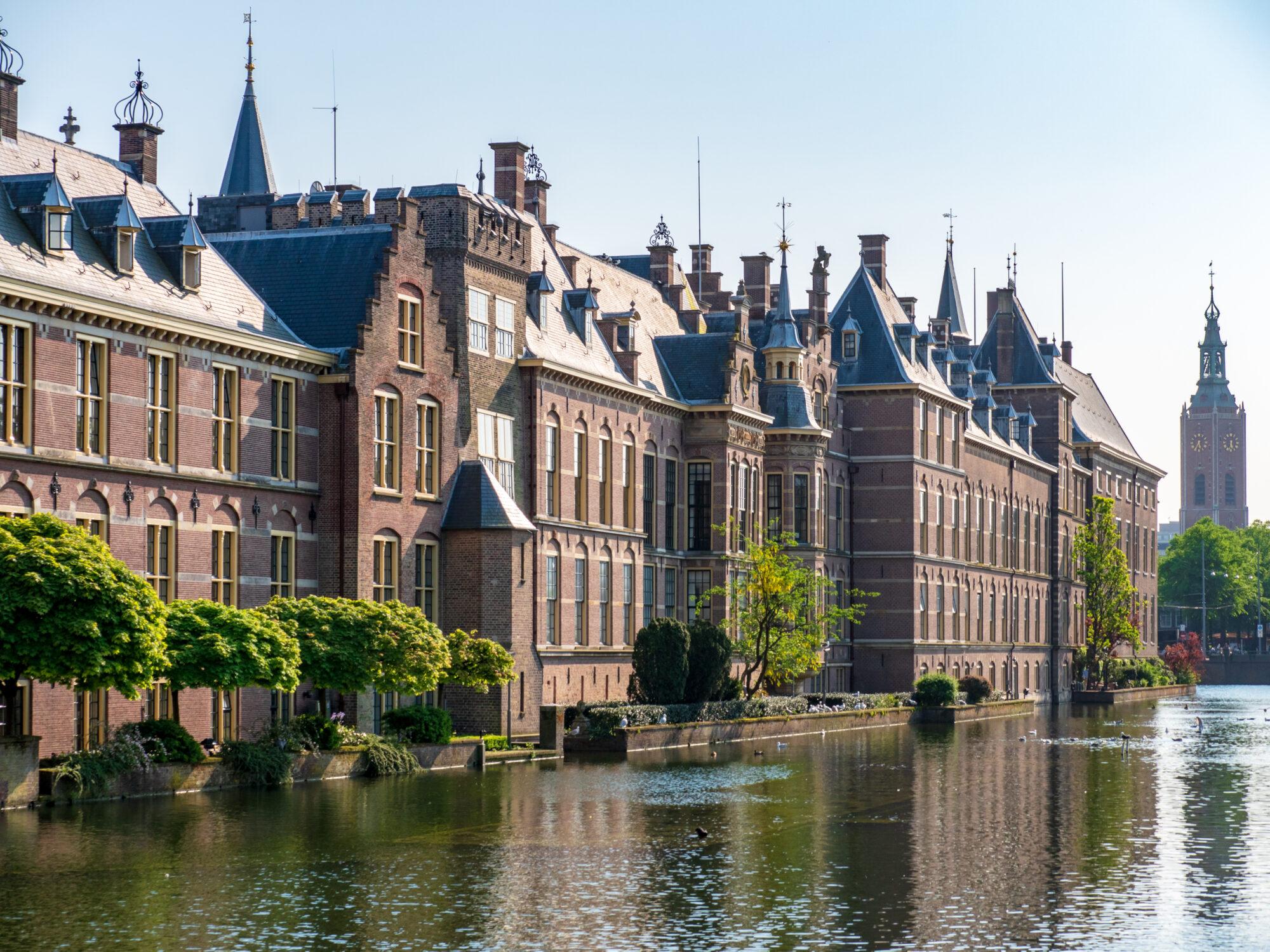 GroenLinks Zutphen wil Artikel 1 zichtbaar op alle scholen