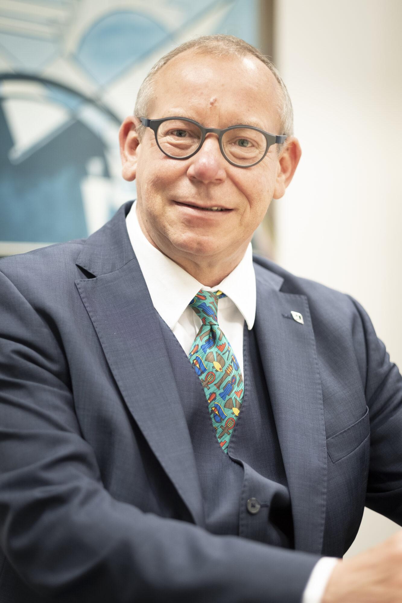 Wethouder van financiën Detlev Cziesso blij met overschot van 17 miljoen: 'Nu weer ruimte om te investeren in nieuwe projecten'