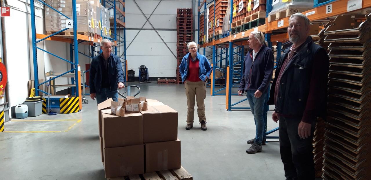 Lionsclub doneert pannenkoekenmeel aan Voedselbank Deventer