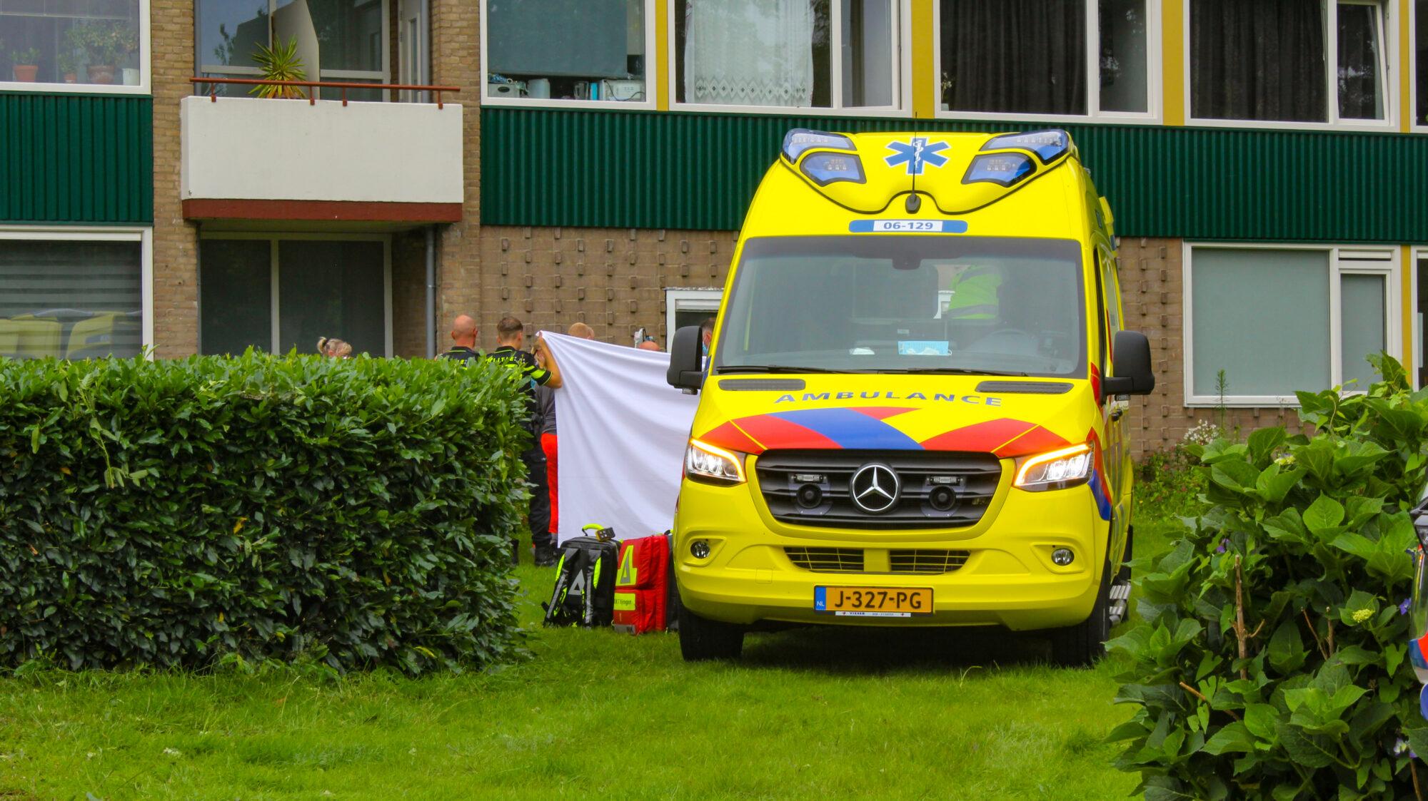 Zwaargewonde na val van balkon in Apeldoorn