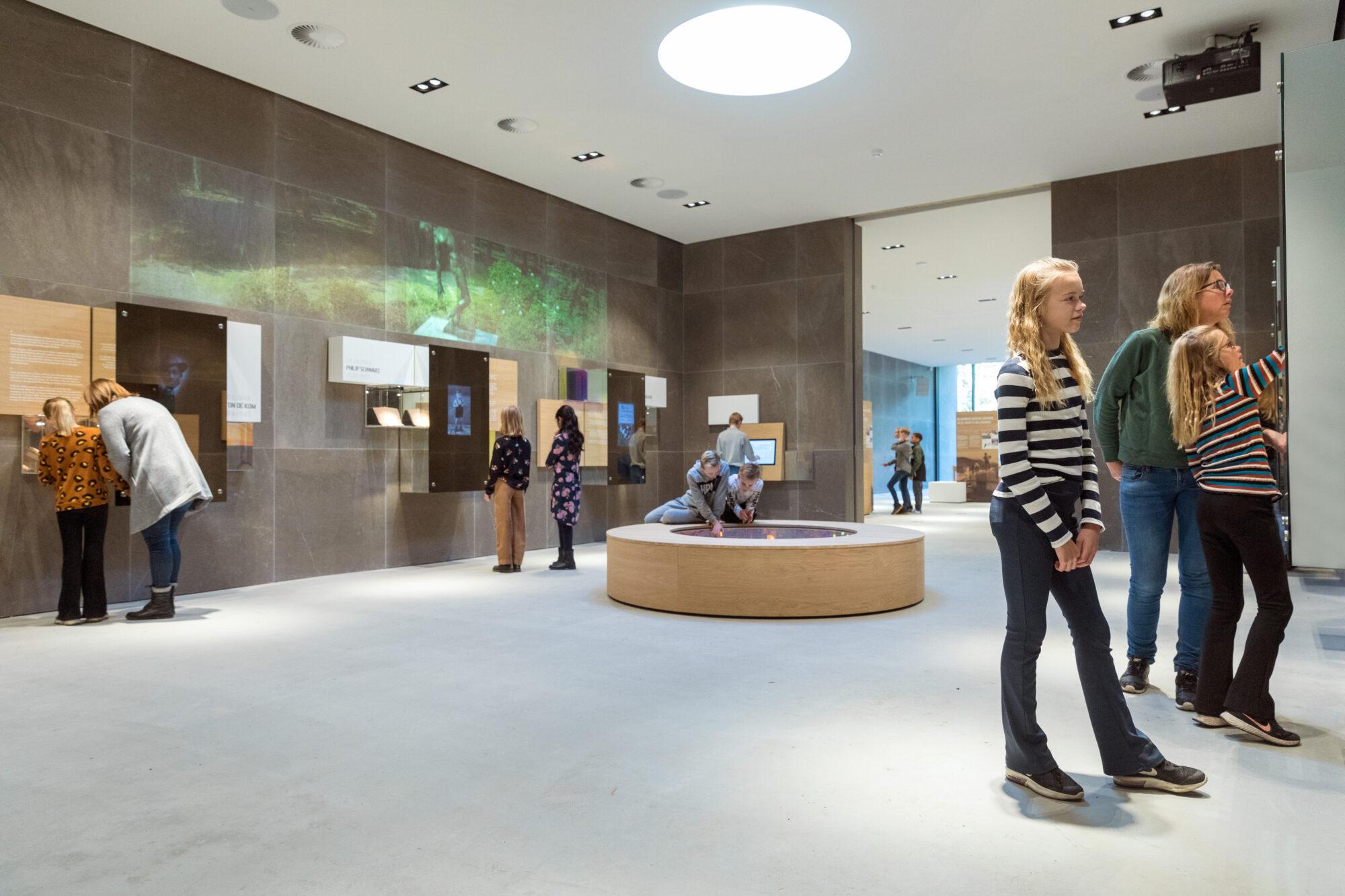 Al duizend bezoekers voor tentoonstelling ereveld Loenen