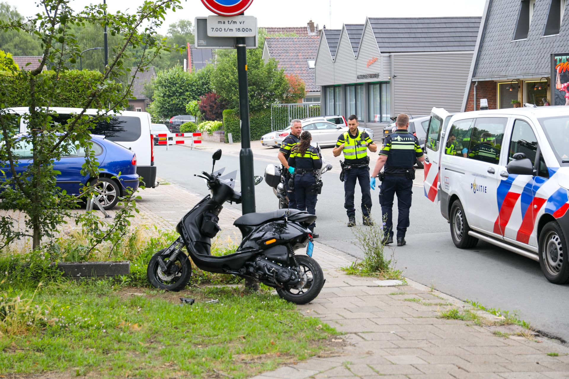 Scooterrijder rijdt agent aan in Apeldoorn