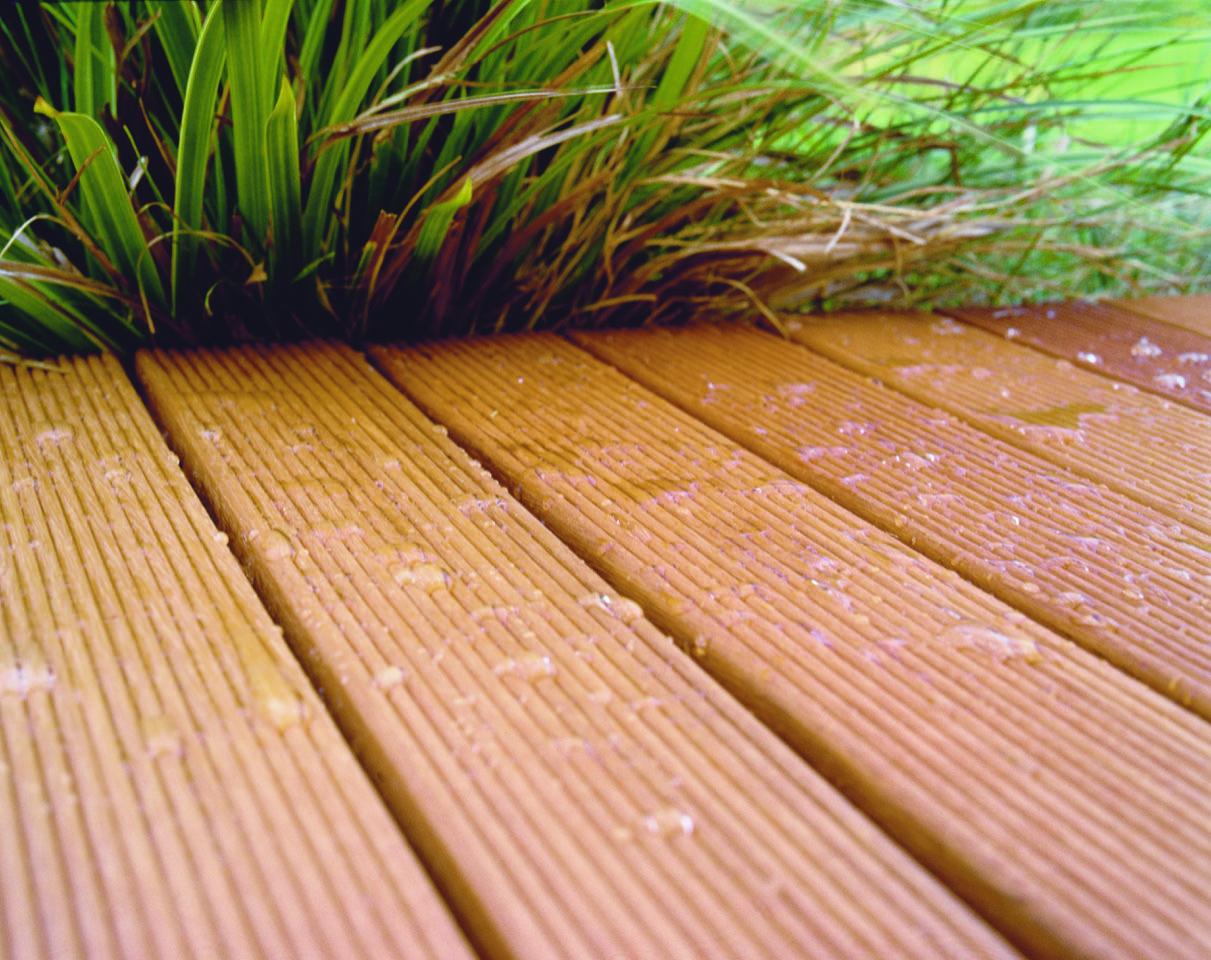 Buitenhout beschermen op een natuurlijke wijze