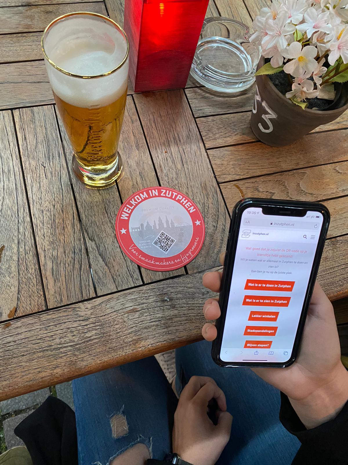 Bierviltjes wijzen toeristen de weg door Zutphen