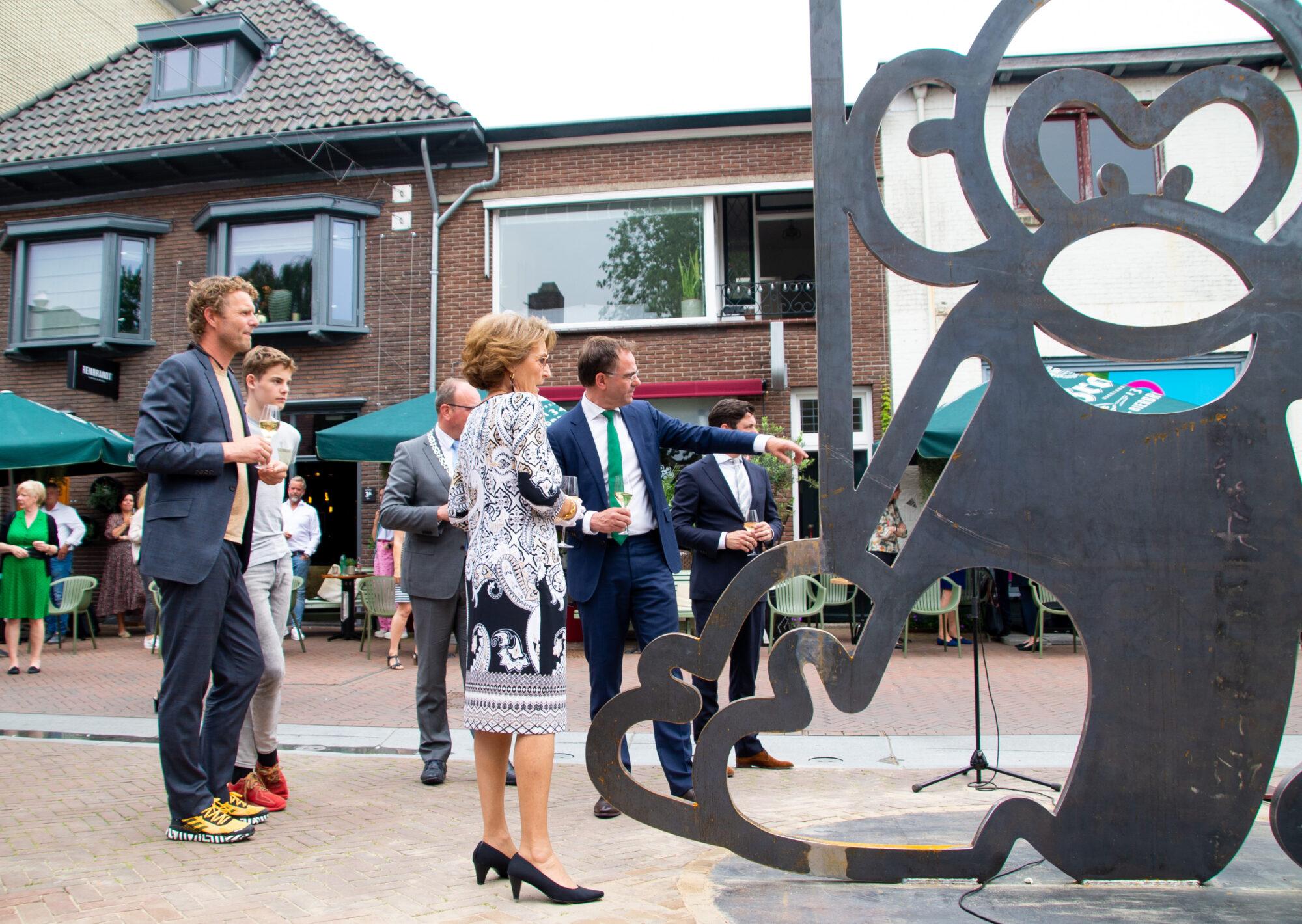 Jarig aapje pronkt in centrum Apeldoorn
