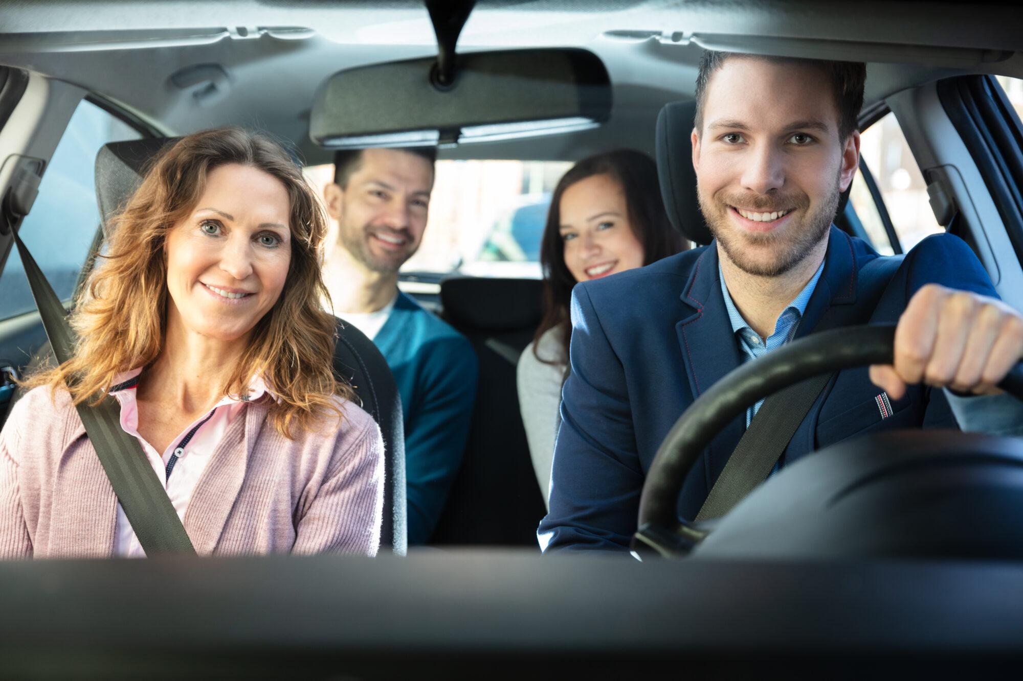 Reizen met de auto of het openbaar vervoer in coronatijd: dit moet je weten!