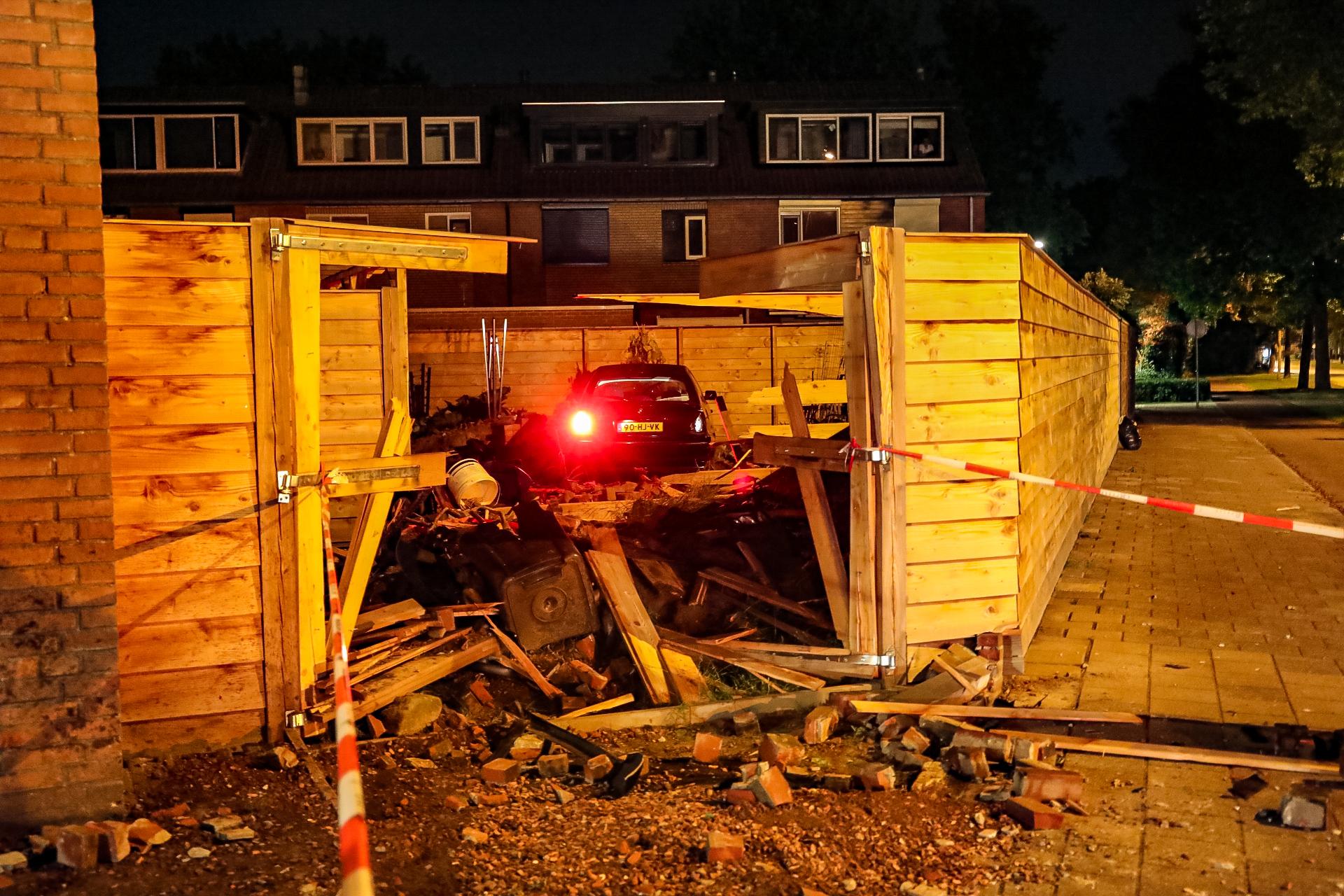 Lachgas aangetroffen in gecrashte auto in tuin