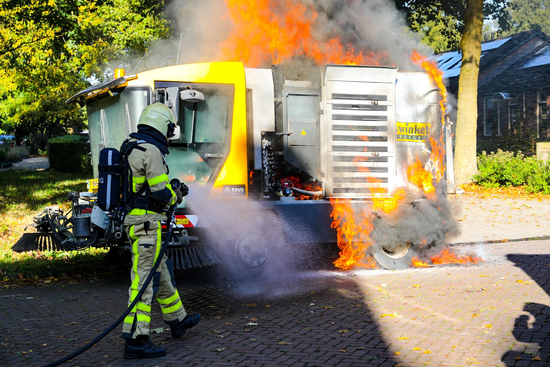 Veegmachine vat vlam in Ugchelen