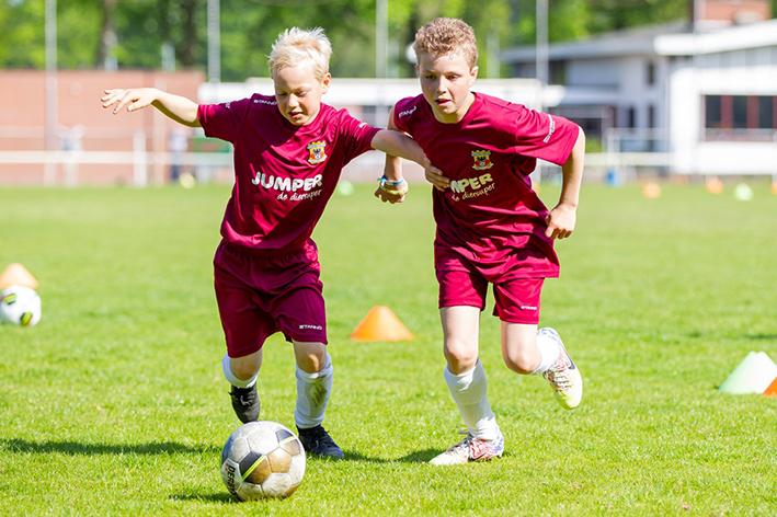 Soccer Camp bij ABS: jouw voetbalherfst kleurt rood-geel!