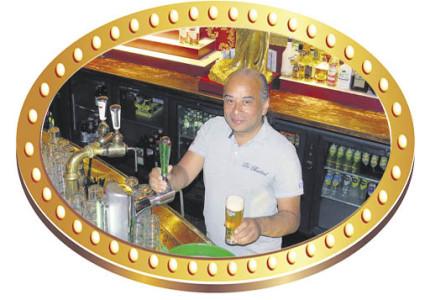 Martijn Jutten is al vijftien jaar het gezicht van de uitgaansnacht bij De Babbel