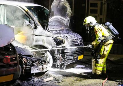 Brandstichting niet uitgesloten bij autobrand aan Damhertstraat