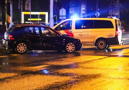 Automobilist rijdt door rood en veroorzaakt ongeval