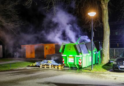 Veel rookontwikkeling bij containerbrand