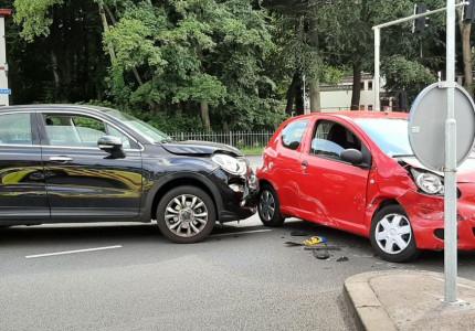 Gewonde en verkeershinder na aanrijding in Apeldoorn