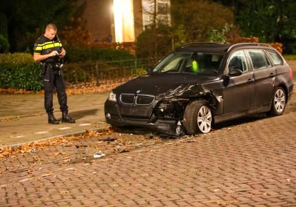 Beschonken automobilist richt ravage aan in Apeldoorn; Zwollenaar (25) aangehouden