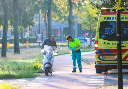 Scooterrijder en fietser botsen op de Schoutenveld in Apeldoorn