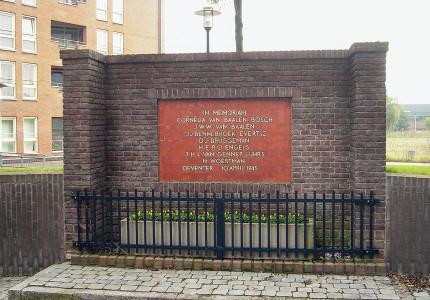 Twentolmonument herinnert aan gruwelijk lot Deventer verzetsgroep