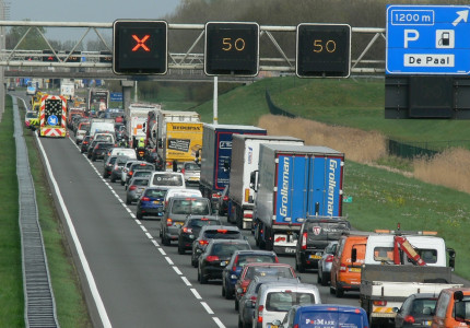 Motorongeval legt verkeer stil op A1 bij Wilp