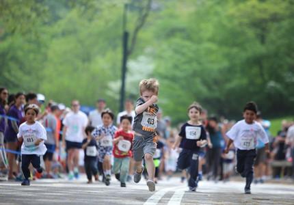Kinderen rennenvoor Máxima
