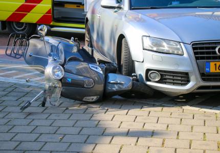 Meisje op scooter aangereden door automobilist in Zutphen