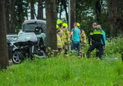 Automobilist uit auto geknipt na ongeluk in Steenderen
