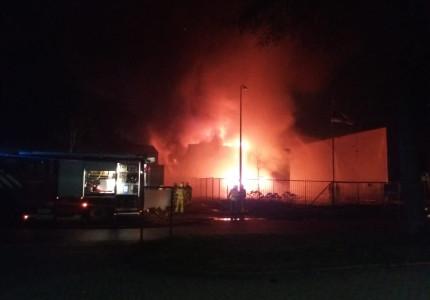 Bedrijfspand Vaassen in vlammen op