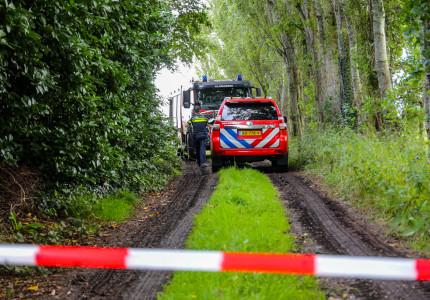 Politieagenten krijgen hoofdpijn na betreden schuur in Klarenbeek