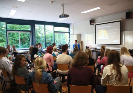 Leerlingen Baudartius College Zutphen pitchen over rijden onder invloed