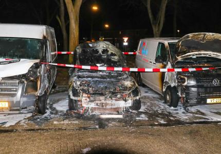 Personenauto brandt volledig uit; brandweer komt met spoed ter plaatse