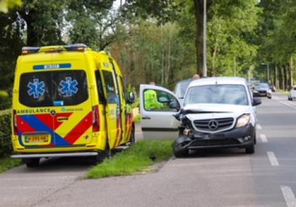 Gewonde bij botsing tussen twee auto's in Beekbergen