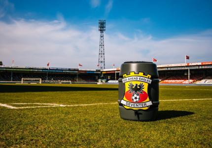 Unieke regenton voor fans Go Ahead Eagles